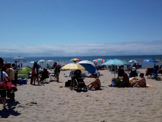Crystal Beach, Kanada: It gets crowded by noon