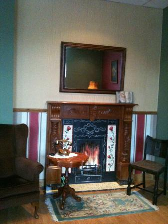 Vintage 1940's style fireplace and reading corner. - Picture of ...