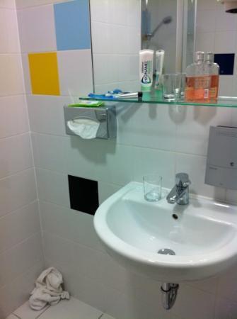 بو 18 هوتل سوبريور: Sink 
