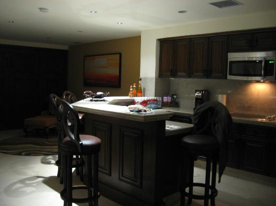 Grand Solmar Land's End Resort & Spa: Kitchen Towards Libary and Murphy Bed