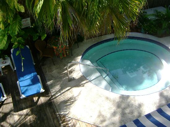 Seascape Tropical Inn: Lounging pool