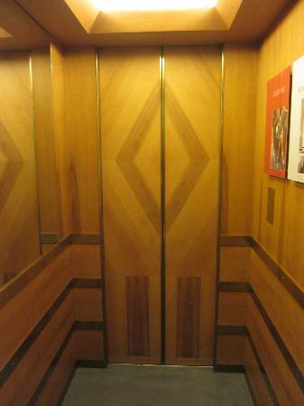 Parkhotel Laurin: Elevator design
