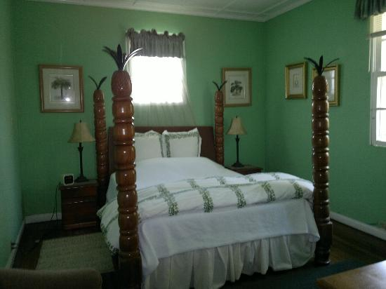 Raya Vida Villa: Pineapple bedroom - second floor