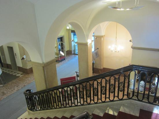 Parkhotel Laurin: Stairway to ground floor