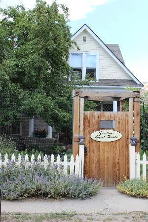 Gardiner Guest House B&B: front entrance 