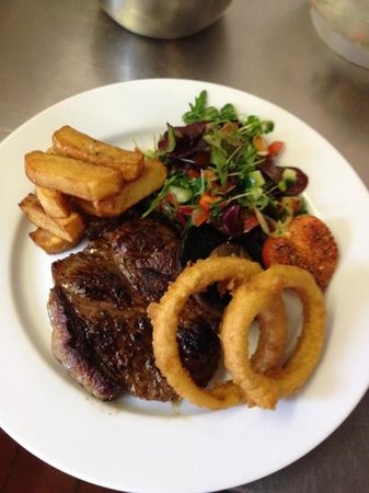 The Four Horseshoes  Checkendon: hearty steak @ the shoes