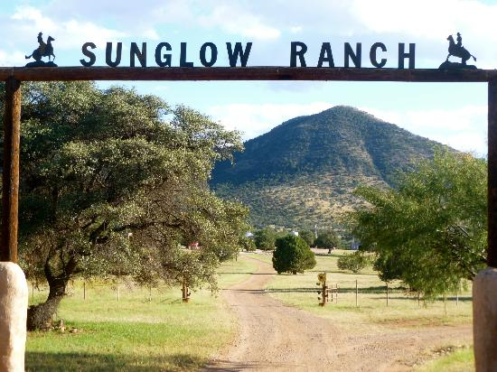 ‪‪Sunglow Ranch - Arizona Guest Ranch and Resort‬: Front door