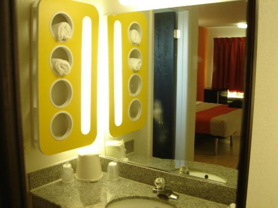 Motel 6 Albany Airport: Bathroom