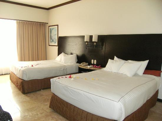 Azul Ixtapa Beach Resort & Convention Center: Double room