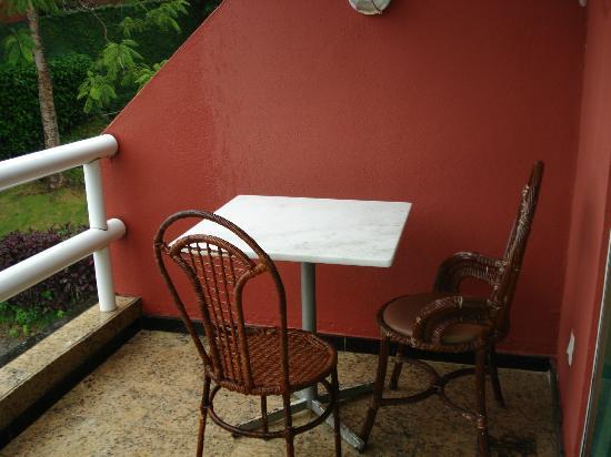 Coronado Inn: balcon con la mesa