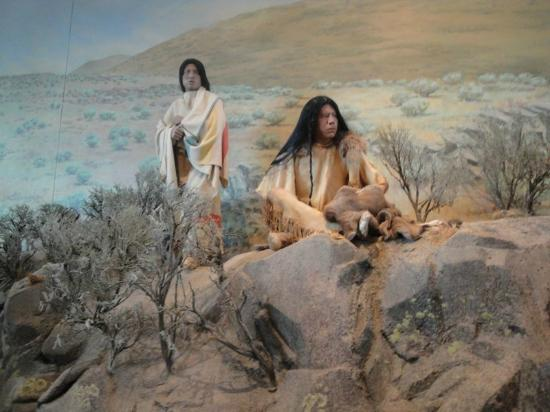 National Historic Oregon Trail Interpretive Center : Native American display