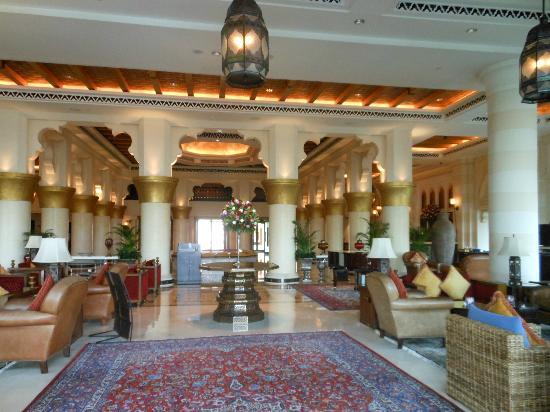 Jumeirah Mina A'Salam: Hotel lobby