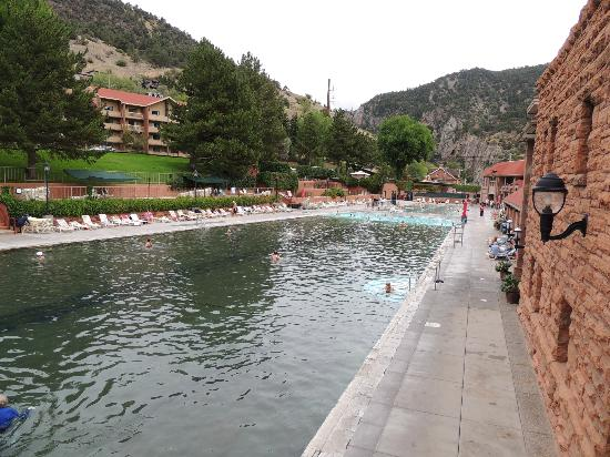 Glenwood Hot Springs Lodge: pools with hotel on hill on left