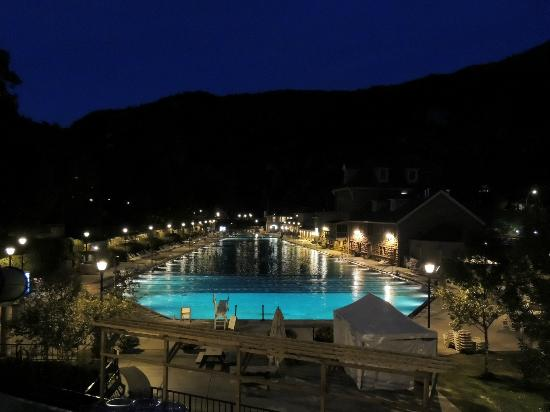 Glenwood Hot Springs Lodge: pools at night