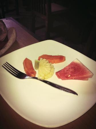 Taman Sari Cottages: fruit salad at Taman Sari restaurant