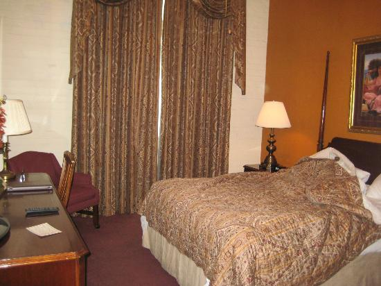 Le Richelieu in the French Quarter: Room