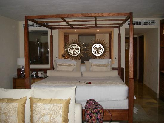 Excellence Playa Mujeres: big comfy bed