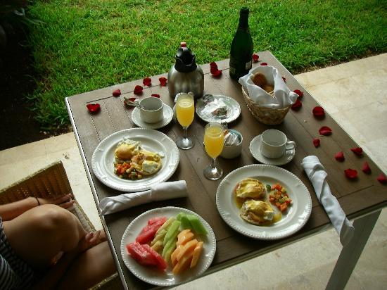 Excellence Playa Mujeres: Honeymoon breakfast