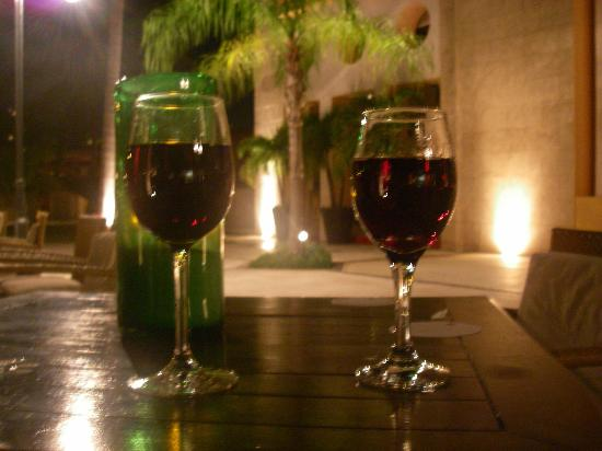 Excellence Playa Mujeres: Red wine in the courtyard