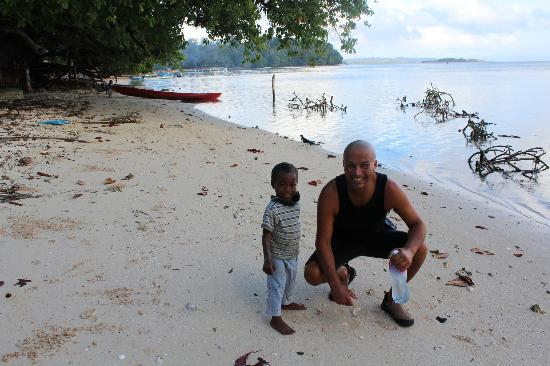 Fatboys Resort: SHELL COLLECTING WITH THE LOCALS
