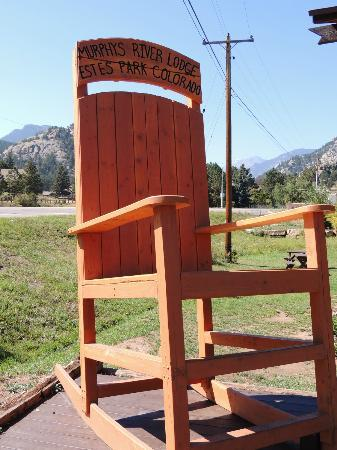 Murphy's River Lodge: rocking chair out front
