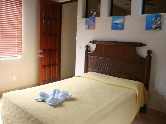Las Sirenas Hotel & Condos: El dormitorio de la habitacion