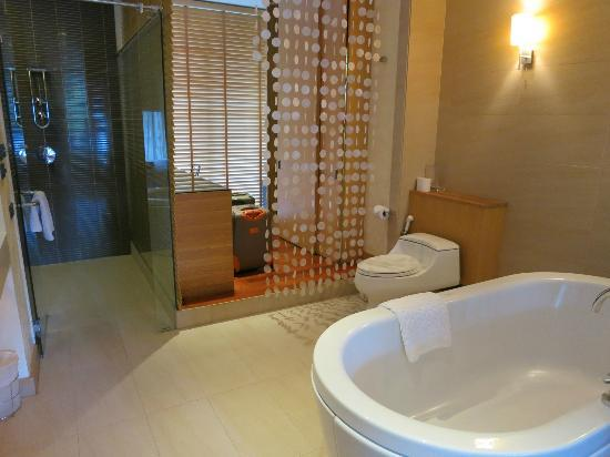 Dune Hua Hin: looking into bathroom/dressing room