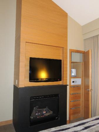 Viceroy Snowmass: bedroom fireplace