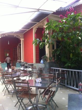 Cafe Mundo : great open little patio/courtyard