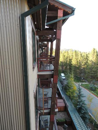 Valdoro Mountain Lodge : exterior from balcony