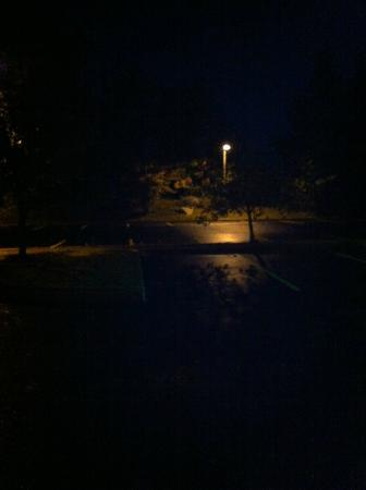 Comfort Suites: Very Dark Parking Lot 9/30/12