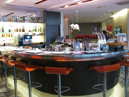 Novotel Paris Centre Gare Montparnasse: The Bar