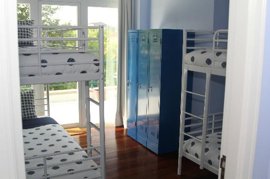 Into the Blue Hostel : This is the 4bed shared room.