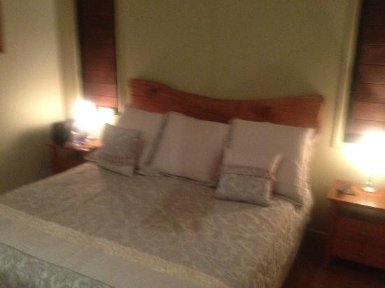 Allawah Retreat: Kingsize Bed