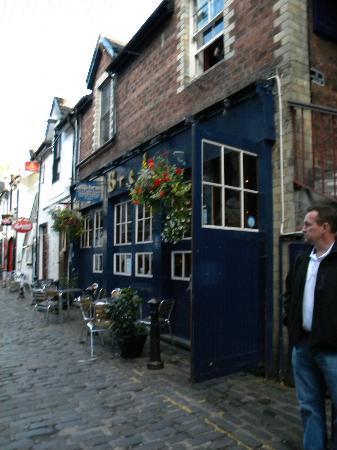 Ashton Glasgow : Husband Kevin on Ashton Lane