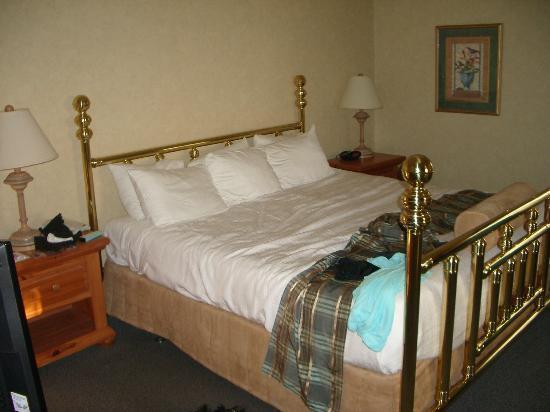Best Western Plus Cairn Croft Hotel: 1980s Brass bed