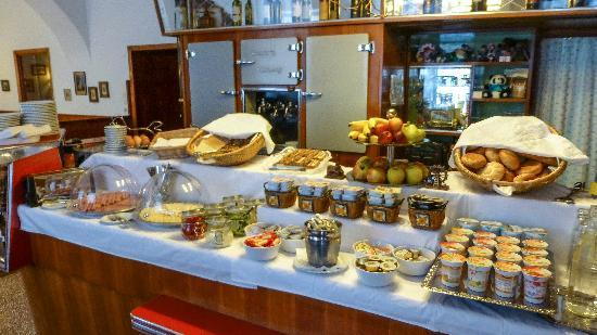 Pension Kraml: Huge breakfast selection
