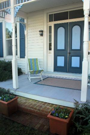Atherston Hall Bed and Breakfast: Porch relaxation