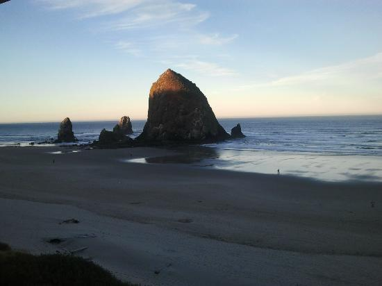 Hallmark Resort & Spa Cannon Beach: Sunrise