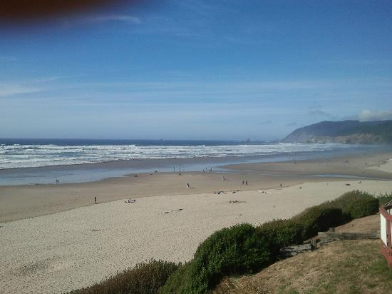 Hallmark Resort & Spa Cannon Beach: People from sun up to sun down