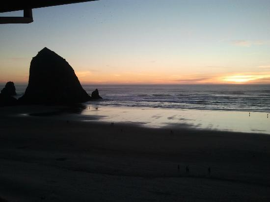 Hallmark Resort & Spa Cannon Beach: Sunset