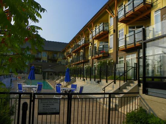 Summerland Waterfront Resort & Spa: View of hotel from pool access gate.
