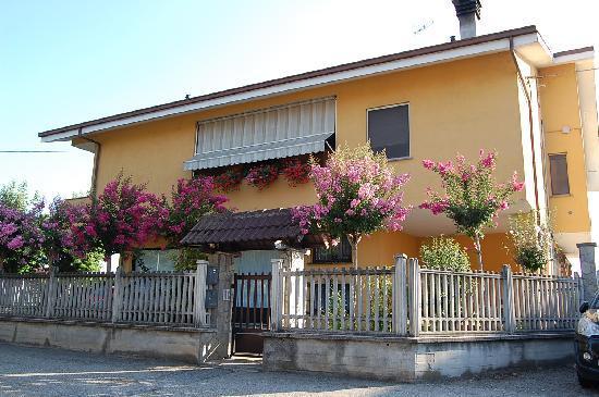 B&B L'Arcobaleno : esterno struttura da via S.Maria delle Fontane