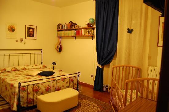 B&B L'Arcobaleno : la nostra camera matrimoniale con bagno in condivisione