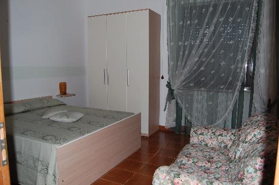 B&B L'Arcobaleno : camera matrimoniale con bagno interno