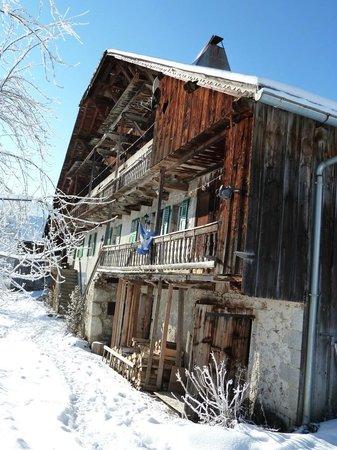 Le Gite du Passant : vue du gîte en hiver