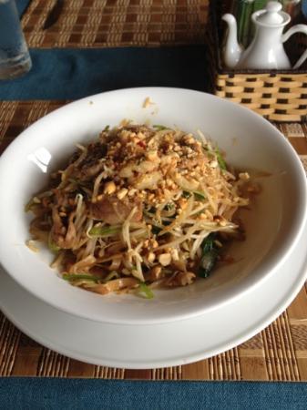 Bamboo Bamboo Restaurant : thai fried noodels