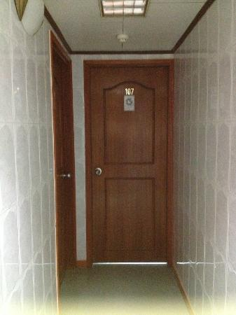 New Peking Guest House: Room 107, clean & safe, nothing on the corridor