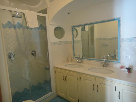 Residence Alcione: Superb bathroom with 3 showers incl. power shower