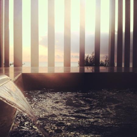 Anantara Seminyak Bali Resort: balcony spa